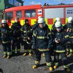 Brandkadetter opstillet foran beredskabsvogn